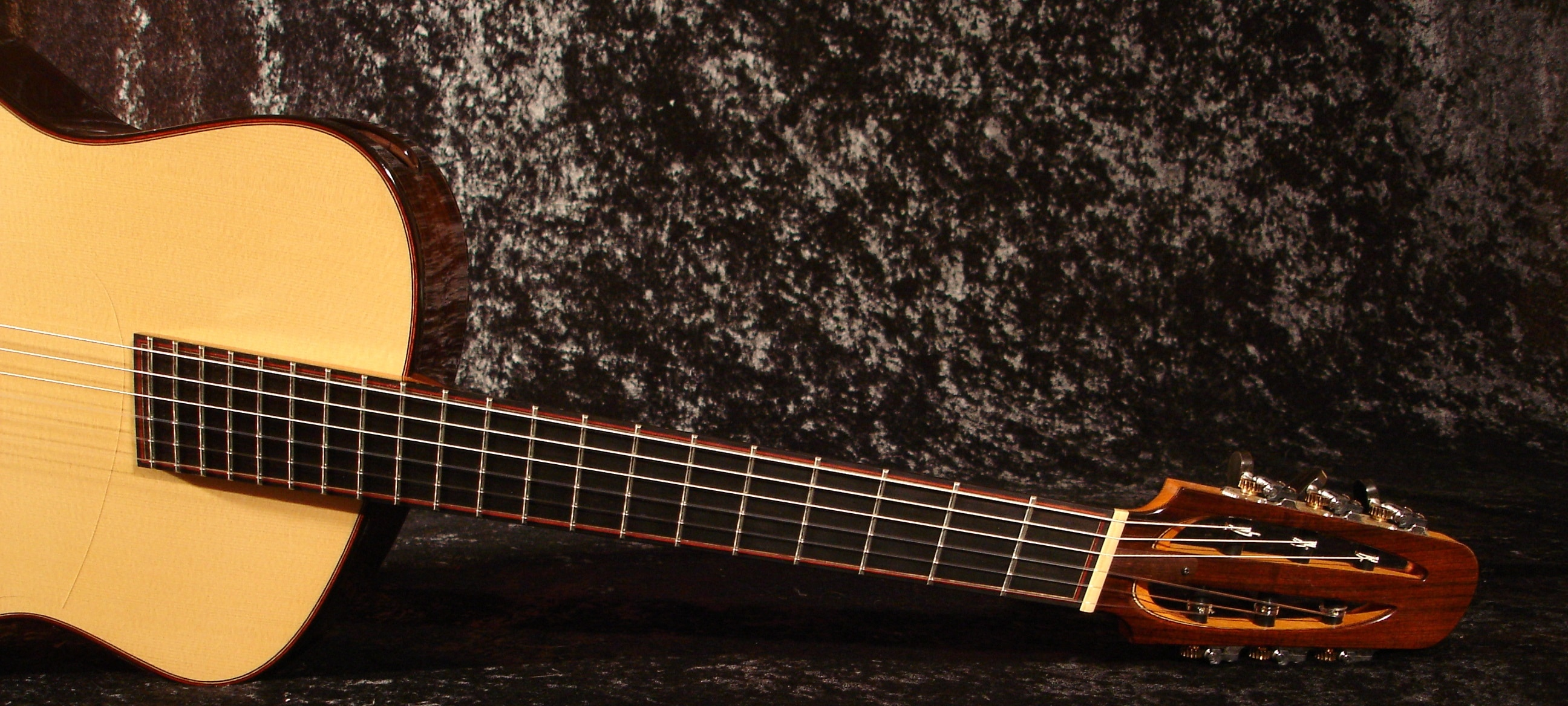 Understanding Fanned Fret Guitars - The Art Of Lutherie